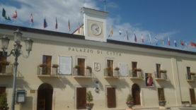palazzo-di-citta_bandiere
